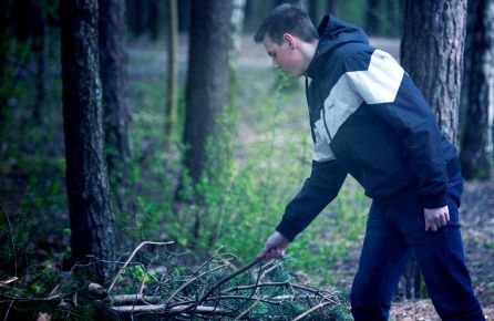 Laužo kūrimas miške