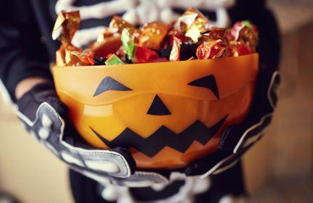 Vaiduokliai, helovynas, saldainiai