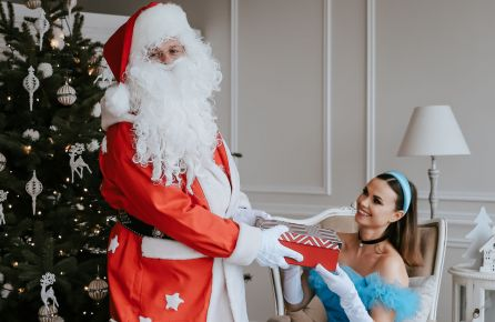 Kalėdų senelis, šaltukė, dovana
