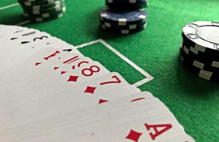 pokeris mergvakariui