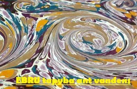 Ebru tapyba ant vandens